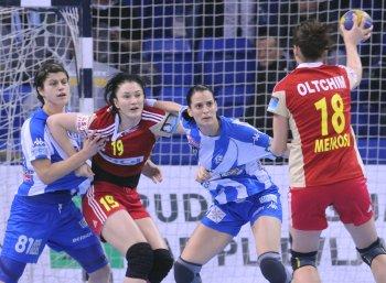 Andjela Bulatovic on the right