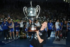 Popovic with the last EHF CL trophy 1