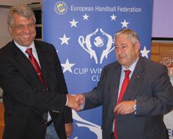 Klaus Voik and Dionisio Miguel Recio representing Nordhorn and Valladolid