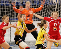 Fernandez (second from left) wants to beat Győr
