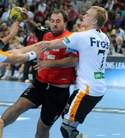 René Toft Hansen fighting in defence in KIF Koldings CL game against Vardar PRO.