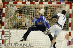 Lazarov hits the low right corner