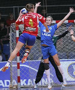 Viborg coach Ryde praises Bliznova (in blue)