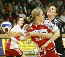 Spiridon (right) plays in the Austrian national team led by Müller