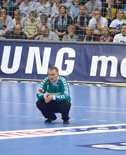 Henriksen is concerned about the team after the first games in the Danish league