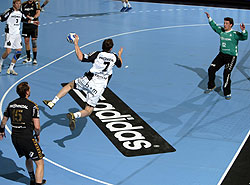 Kavticnik (flying) had a good match in Montpellier