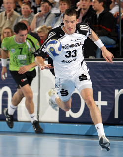 Klein will be running on the Kiel left wing until 2011