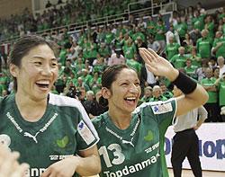 Varzaru (no. 13) celebrates the CL victory in 2006