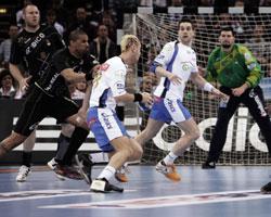 Tough duel: Hens vs Dinart