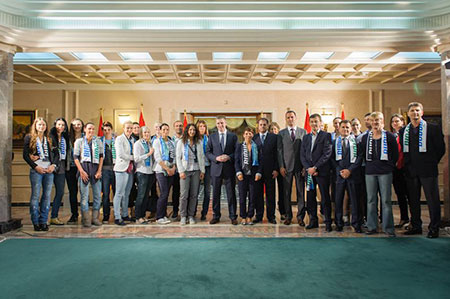 WCL_Buducnost_Prime-Minister-with-the-team