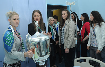 WCL_Majda-Mehedovic-(left)-with-team-mates-in-hospital